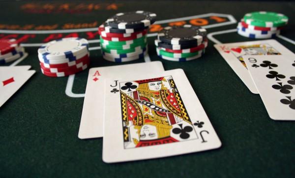 Blackjack เทคนิคการเล่น ทำให้ได้เงิน